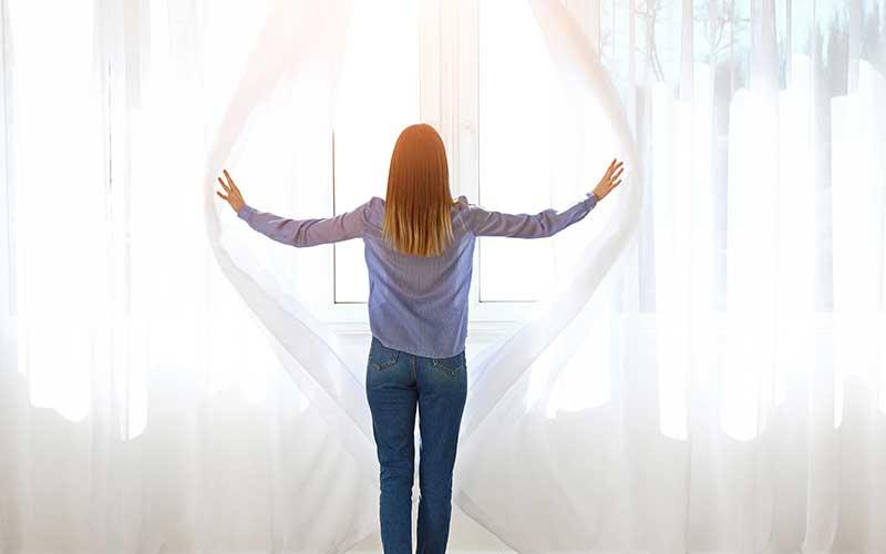 drapes vs curtains
