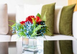 fresh-flowers-living-room-decorating-summer